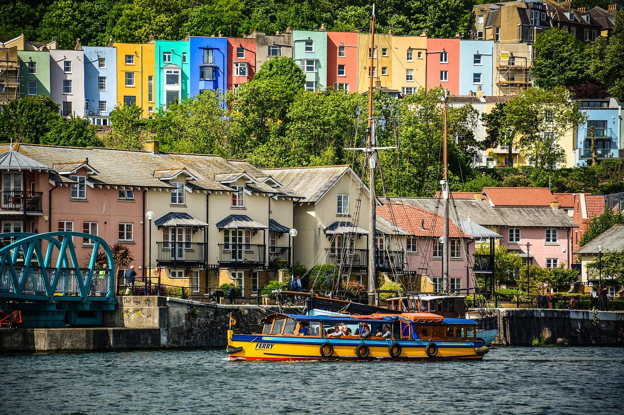 How to travel around Bristol